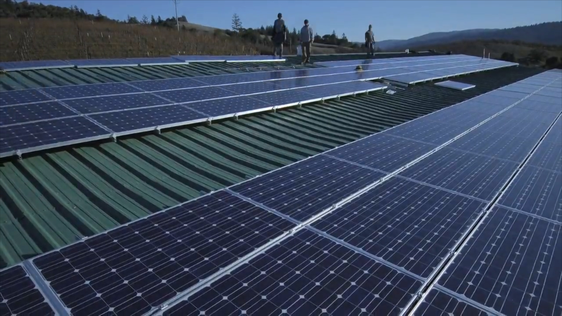 Imobilele din București vor fi dotate cu panouri solare în valoare de două miliarde de lei. Planul Primăriei capitalei