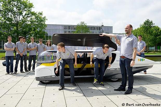 Auto cu panouri solare fotovoltaice