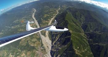 avion alimentat solar