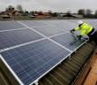 panouri solare montate pe acoperis
