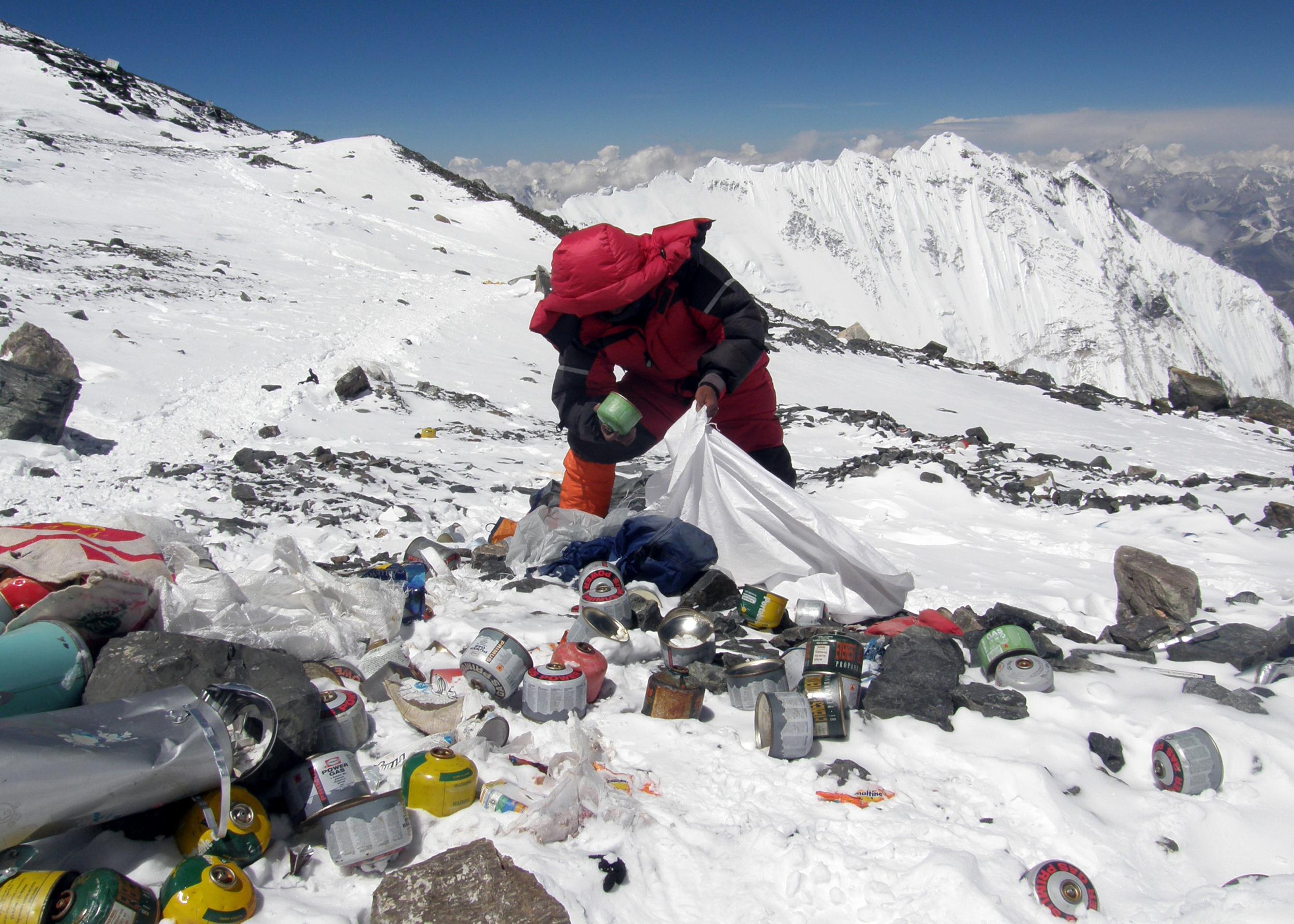 Gunoaie pe muntele Everest