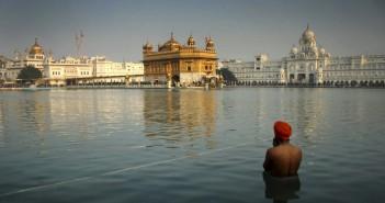 poluare India