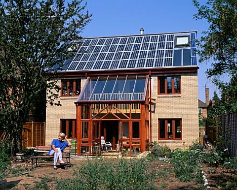 prima instalatie fotovoltaica din Marea Britanie