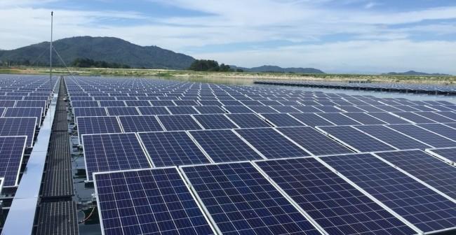 A fost inaugurată prima fermă solară plutitoare din Europa