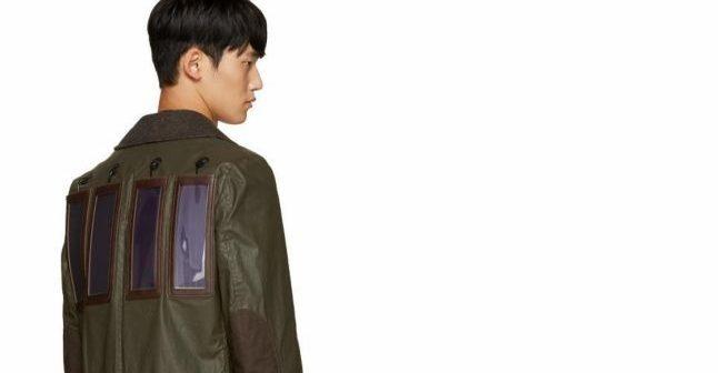 A apărut jacheta care ține locul încărcătorului de telefon. Costă 2.700 de euro și este echipată cu mini-panouri solare
