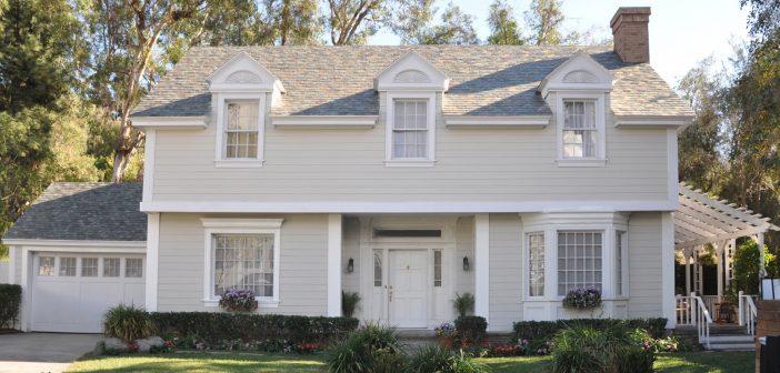 Cum arată cele patru stiluri diferite de acoperișuri solare dezvoltate de Tesla. Dalele cu celule solare încorporate nu afectează estetica locuințelor