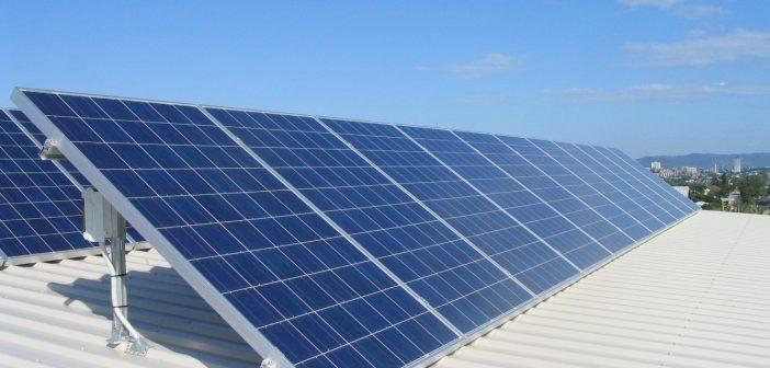 5.000 de euro nerambursabili de la stat pentru persoanele fizice care își montează acasă panouri fotovoltaice