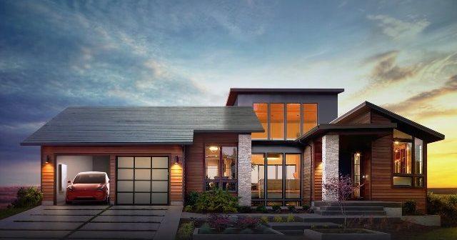 Acoperișurile cu panouri solare incorporate, fabricate de Tesla, intră pe piața comercială