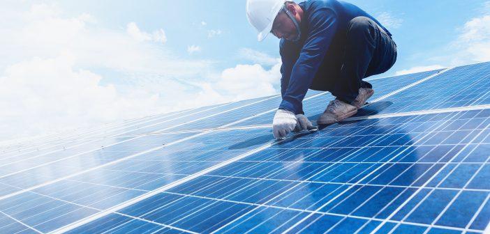 Consumatorii casnici ce vor să devină producători de energie, încurcați de birocrație. Ce soluție au
