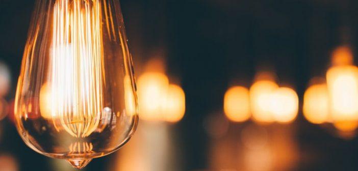 """Statul ar putea acorda """"vouchere de lumină"""" gospodăriilor în care nu există curent electric"""