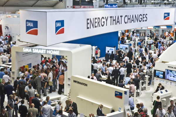 Invertoare solare SMA la expozitie